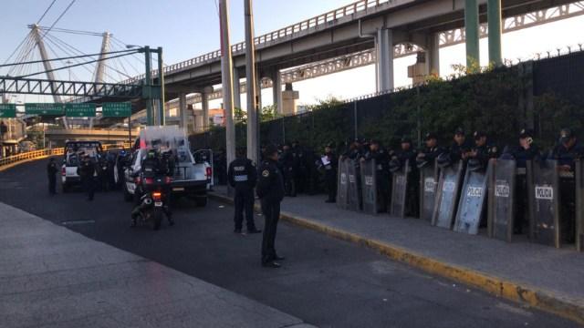 FOTO Resguardan AICM por amenaza de bloqueo de policías federales (Noticieros Televisa)