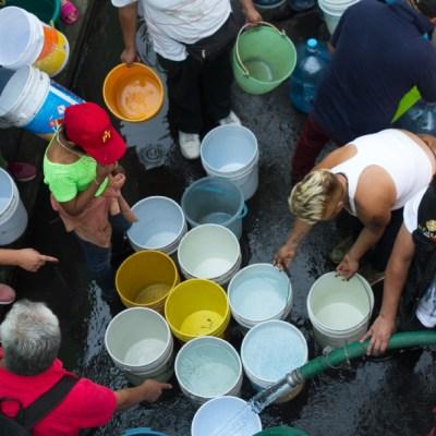 Pipas abastecen de agua colonias vulnerables de CDMX. (MOISÉS PABLO /CUARTOSCURO)