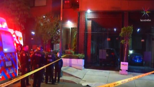 FOTO Se lanza desde noveno piso y muere, tras discusión con su pareja (Noticieros Televisa)