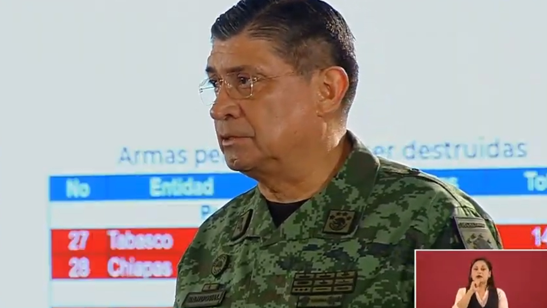 FOTO Sedena destruyó 19 mil 317 armas decomisadas en un solo día; en la imagen, Cresencio Sandoval (YouTube)