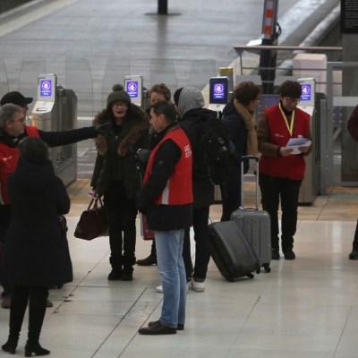 Segundo día de huelga en Francia genera caos en transporte