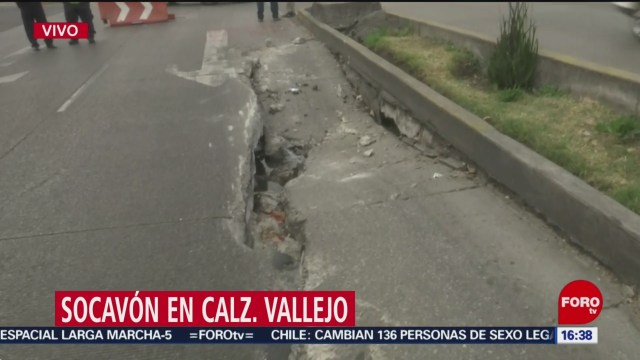 Foto: Socavón Afecta Vialidad Calzada Vallejo 27 Diciembre 2019