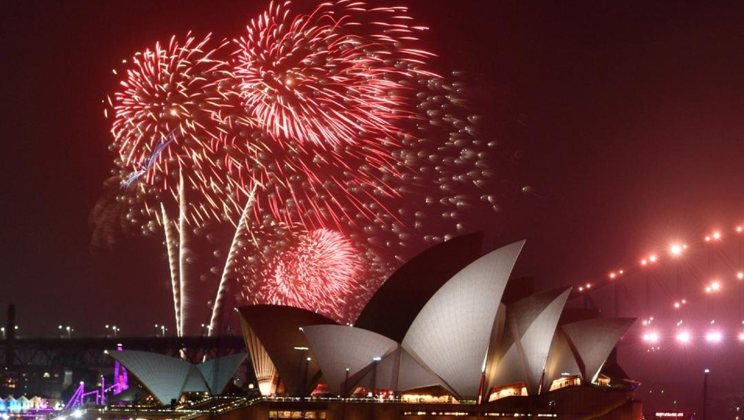 FOTO Sydney festeja Año Nuevo con fuegos artificiales (EFE)