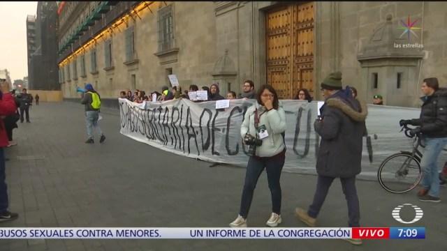 trabajadores de la secretaria de cultura se manifiestan en palacio nacional