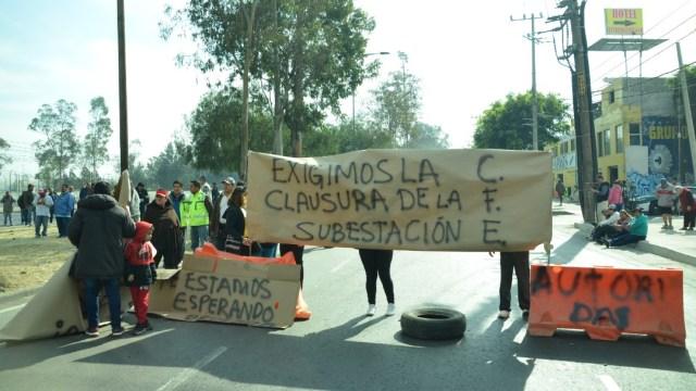 Vecinos de Santa Martha Acatitla bloquean Zaragoza