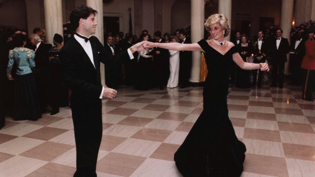 Foto: Vestido que usó la Diana de Gales en baile con Travolta no encuentra comprador