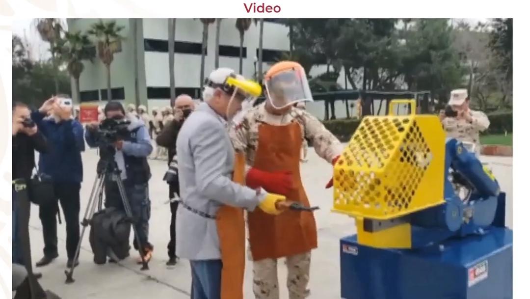 FOTO Still de un video sobre una ceremonia de destrucción de armas decomisadas (YouTube)