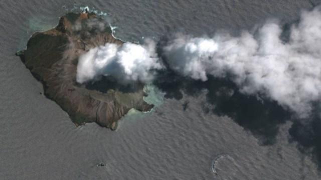 Foto: Los equipos de socorro buscaron, sin éxito, este domingo los cuerpos de las dos víctimas de la erupción volcánica que todavía no han sido recuperados, anunció la policía local