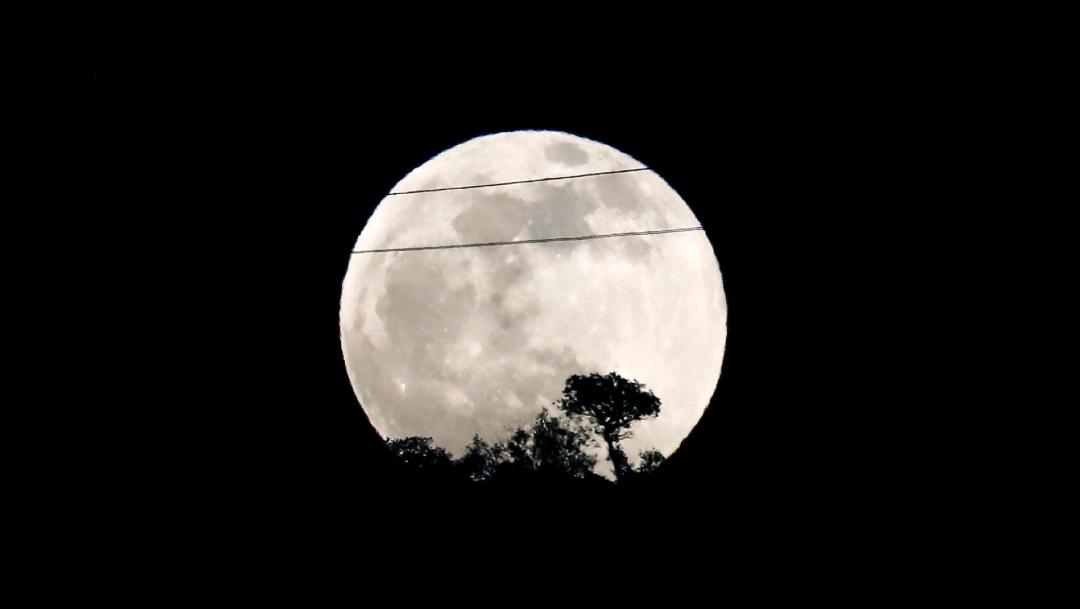 Foto: La Luna llena vista desde Málaga, España, 09 de enero de 2020, (Reuters)
