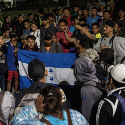 Guatemala y México acuerdan frenar caravanas migratorias a EEUU: Giammattei