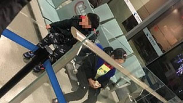 Foto: Padres abandonan a sus hijos con síntomas de coronavirus en aeropuerto, 24 de enero de 2020, (Bu Xiu Zxp/Weibo)