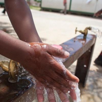 1 de cada 10 personas no se lava las manos después de usar el baño: estudio