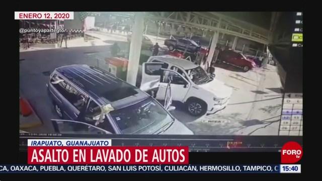 FOTO: a punta de pistola roban camioneta a conductor en autolavado de guanajuato