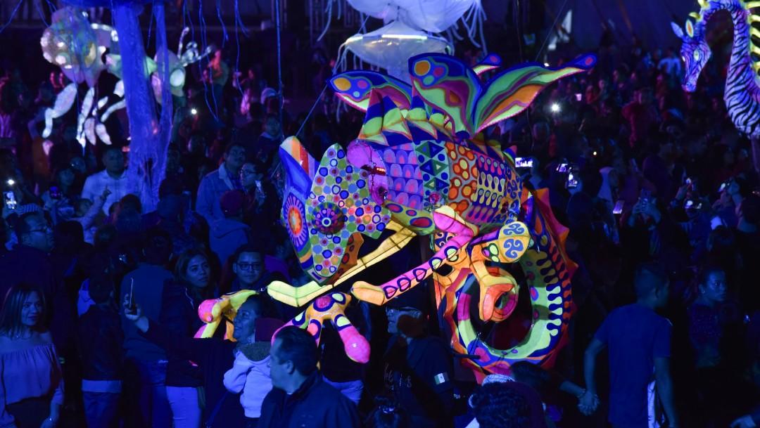 Alebrijes iluminados hacen último recorrido nocturno en CDMX
