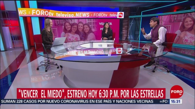 FOTO: ana paula ordorica entrevista a alberto estrella y a arcelia ramirez