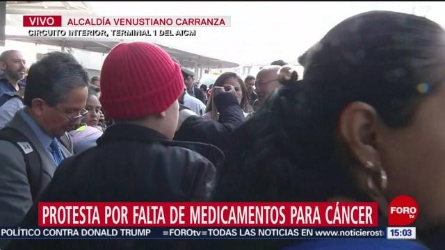 FOTO: autoridades dialogan con padres de ninos con cancer en aicm