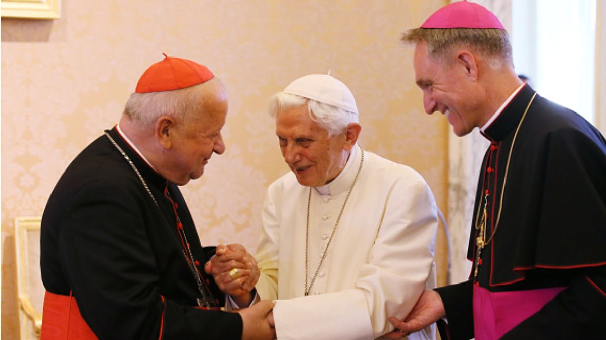 Libro de Benedicto XVI de celibato desata polémica