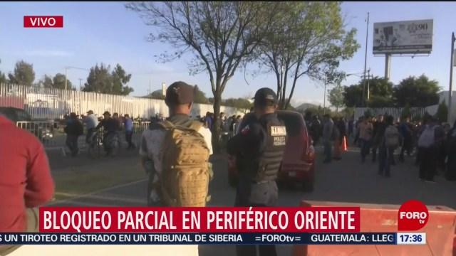 FOTO: bloqueo parcial continua en periferico oriente por elementos de la policia federal