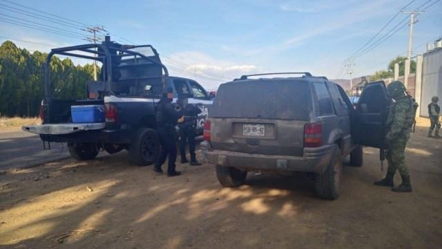 Foto: Policías de Michoacán y del Ejército Mexicano aseguraron una camioneta con blindaje artesanal, 18 enero 2020