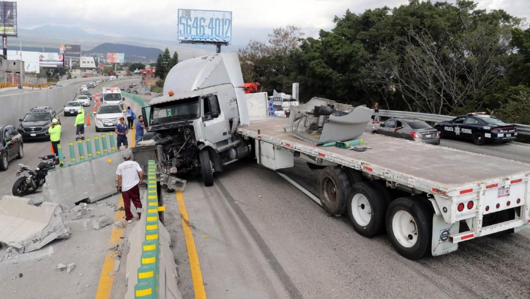Foto: El accidente ocurrió a la altura del kilómetro 89 cuando la unidad circulaba, presuntamente, a exceso de velocidad y sin carga, momento en el que perdió el control; cerca del mismo punto se registró otro accidente