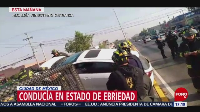 FOTO: conductor ebrio se accidenta en circuito interior
