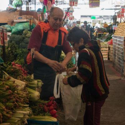 Confianza del consumidor tuvo ligera recuperación en diciembre, revela INEGI