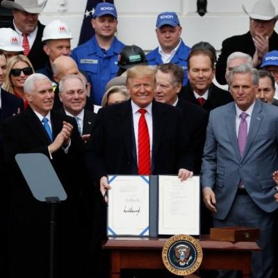 Foto: Donald Trump firma el T-MEC en la Casa Blanca