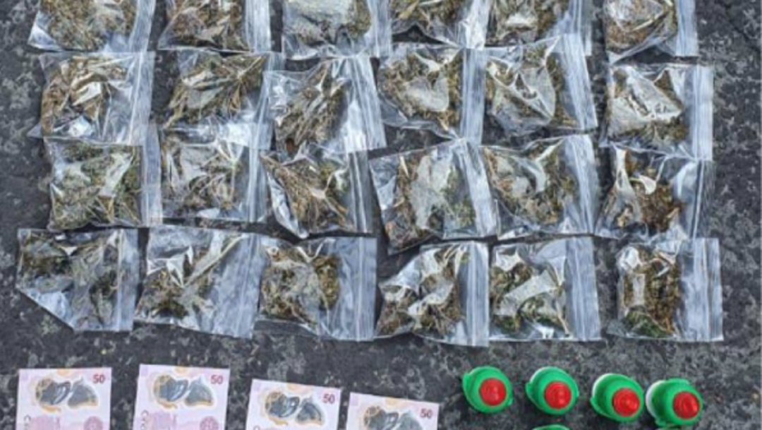 FOTO: Bolsas con marihuana y dulces de tamarindo manipulado. (SSC)