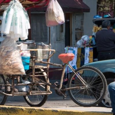 En apuros, vendedores de tamales de CDMX por prohibición de bolsas de plástico