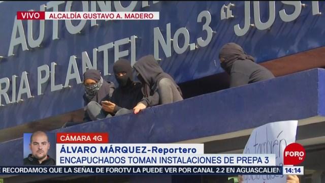 FOTO: encapuchados toman instalaciones de la prepa 3 de la unam