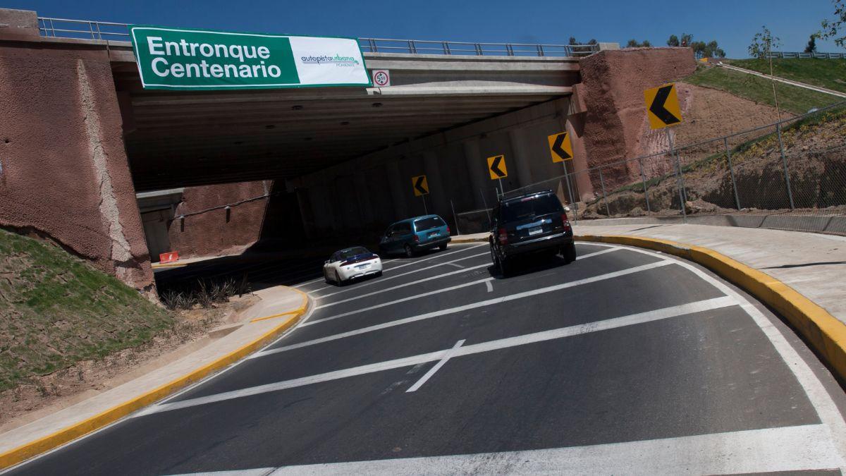 Foto: Autos circulan por el entronque Centenario de la Súper Vía. Cuartoscuro