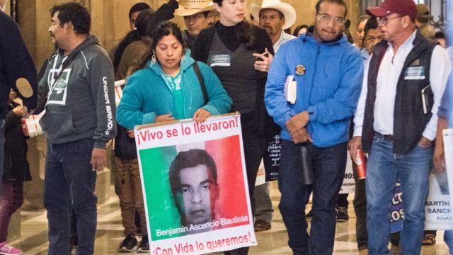 Foto: Padres de los 43 normalistas desaparecidos de Ayotzinapa se reunieron con el presidente de México, Andrés Manuel López Obrador. Cuartoscuro