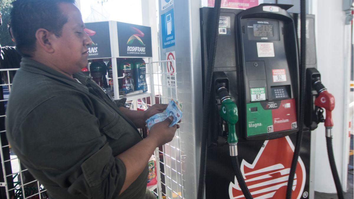 Foto: Un despachador de Pemex cuenta dieron. Cuartoscuro