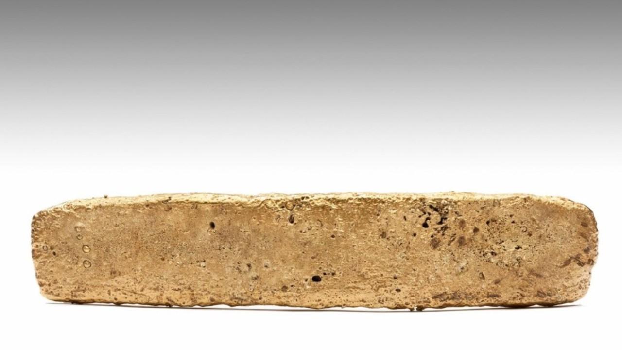 """Foto: """"tejo de oro"""", un lingote que se exhibe en el Museo Nacional de Antropología"""