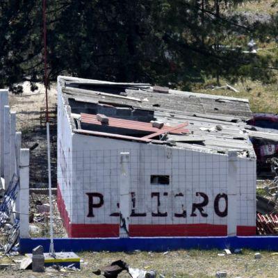 Muere mujer por explosión de polvorín en Tultepec