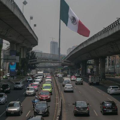 Foto: Automóviles circulan por Periférico en la CDMX. Cuartoscuro