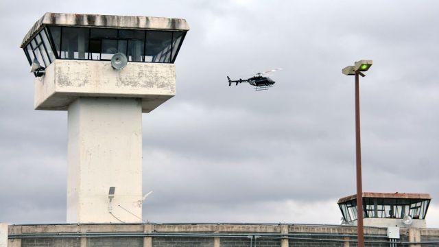 Foto: Un helicóptero sobrevuela el penal de Cieneguillas, Zacatecas. Cuartoscuro
