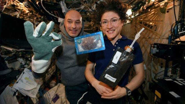 Hornear galletas en el espacio tarda más que en la Tierra