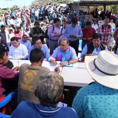 Astudillo visita a familiares de músicos asesinados Chilapa