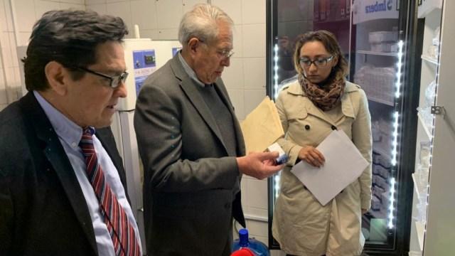 """Foto: El secretario de Salud, Jorge Carlos Alcocer, constata que haya medicamentos oncologicos en el Hospital Infantil """"Federico Gómez"""""""