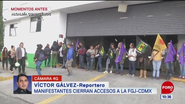 integrantes de la asamblea de barrios protestan en la fgjcdmx
