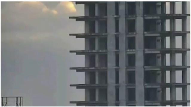 Foto: Policías evitan intento de suicidio en edificio de Xalapa, 19 de enero de 2020 (Video)