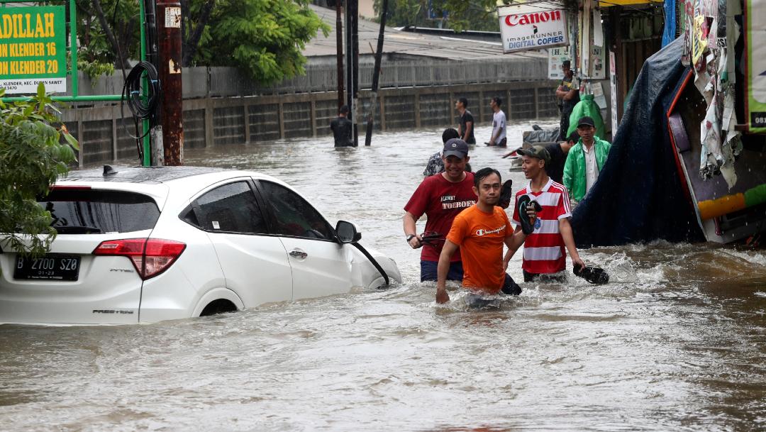 16 muertos tras inundaciones causadas por lluvias — Indonesia