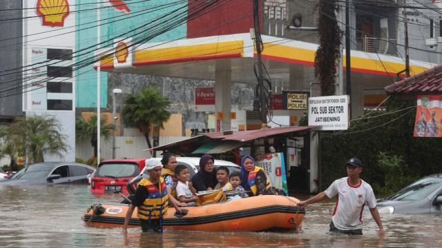 FOTO Inundaciones afectan tráfico y aeropuerto en Yakarta (AP)