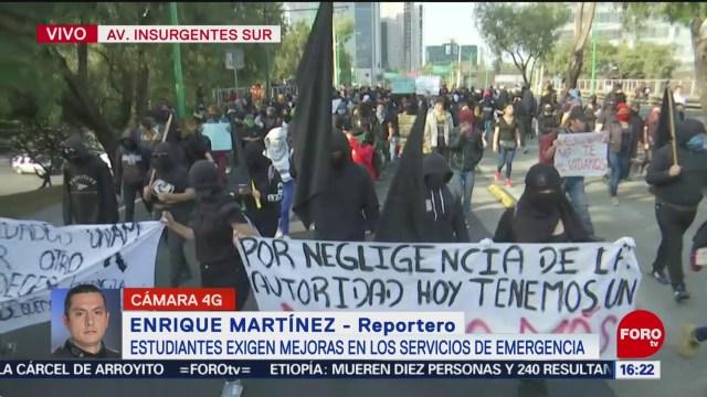 FOTO: jovenes marchan a rectoria por muerte de estudiante del cch