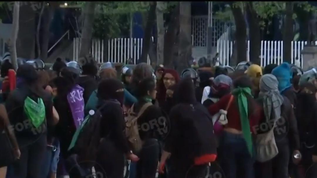 FOTO: Mujeres protestan en Bellas Artes por asesinatos de activistas, el 25 de enero de 2020
