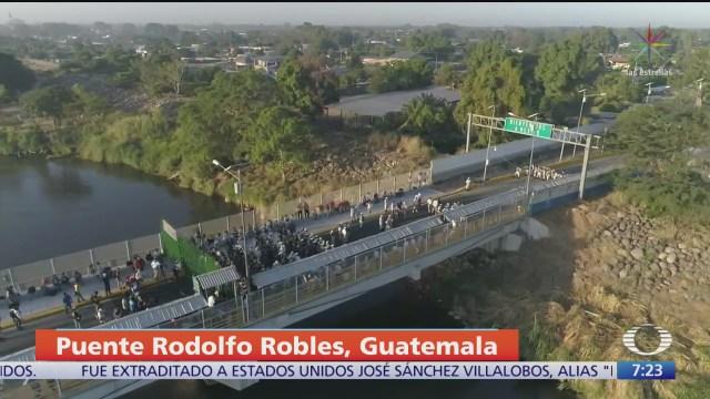 miles de migrantes centroamericanos intentan ingresar a mexico
