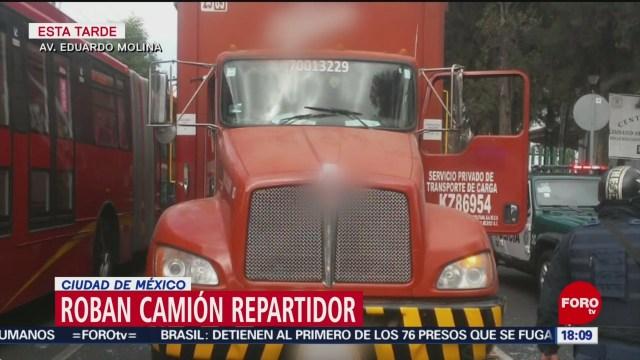 FOTO: motociclistas roban camion repartidor en cdmx