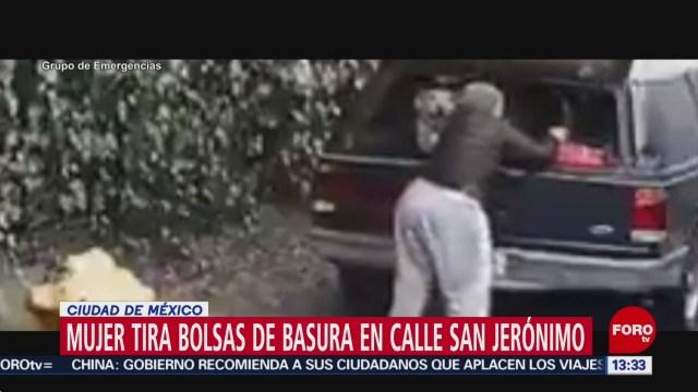 mujer tira basura en la via publica de la magdalena contreras