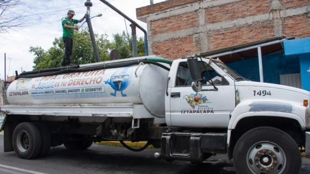 Foto: Pipas abastecerán a colonias afectadas por corte de agua en Iztapalapa, 2 de enero de 2020 (ROGELIO MORALES /CUARTOSCURO.COM)